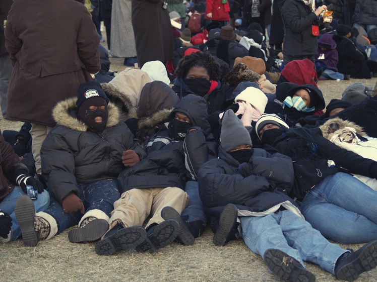 A Family that Flocks Together : Family and freinds pile up to get warm around 9:00 A.M. at the Mall.  Photo: Luis Trevino, The Military Family Network