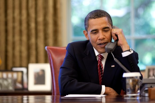 (President Barack Obama talks on the telephone to the crew of the Space Shuttle Atlantis from the Oval Office, Wednesday, May 20, 2009. Official White House photo by Pete Souza.)